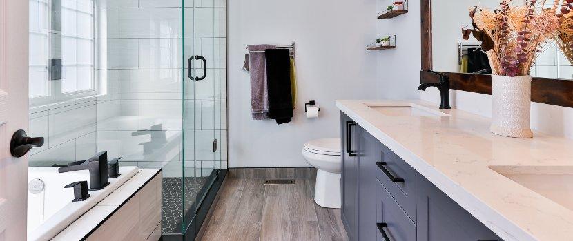 baño con platos de ducha